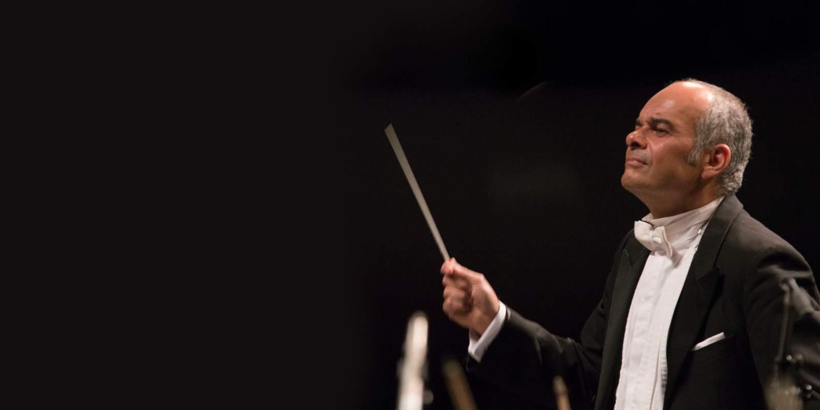 Carlos Spierer dirige Schumann. Banner.