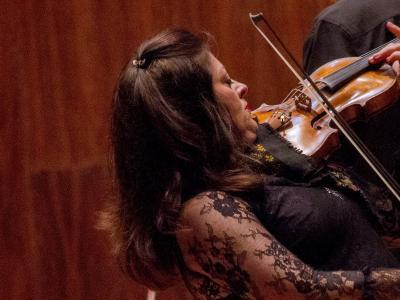 (CC) BYSA Banner. Orquesta Filarmónica de la Ciudad de México. Ericka DOBOSIEWICZ, solista.