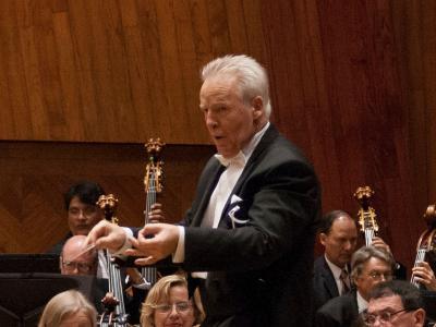 (CC) BYSA Banner. Orquesta Filarmónica de la Ciudad de México. Georg Mark dirige.