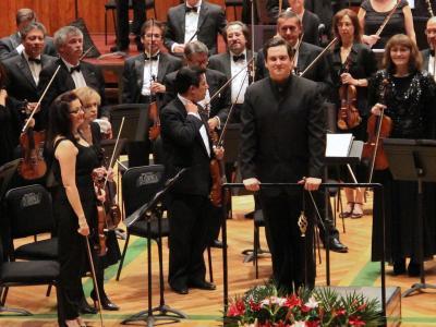 (CC) BYSA Banner. Orquesta Filarmónica de la Ciudad de México. Iván López Reynoso dirige.