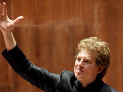 (CC) BYSA Banner. Orquesta Filarmónica de la Ciudad de México. Philip Mann dirige.