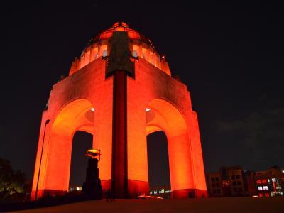 foto por cborja2015 CC-AT_SA Monumento_a_la_Revolución_en_Rojo_de_noche_DSC_000200