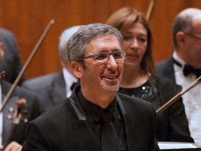 (CC) BYSA Banner. Orquesta Filarmónica de la Ciudad de México. José Luis Castillo, dirige.