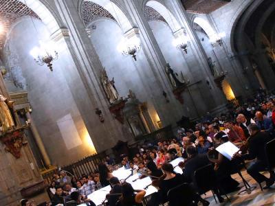 (CC) BYSA Banner. Orquesta Filarmónica de la Ciudad de México en el Templo de Santo Domingo, Centro Histórico.